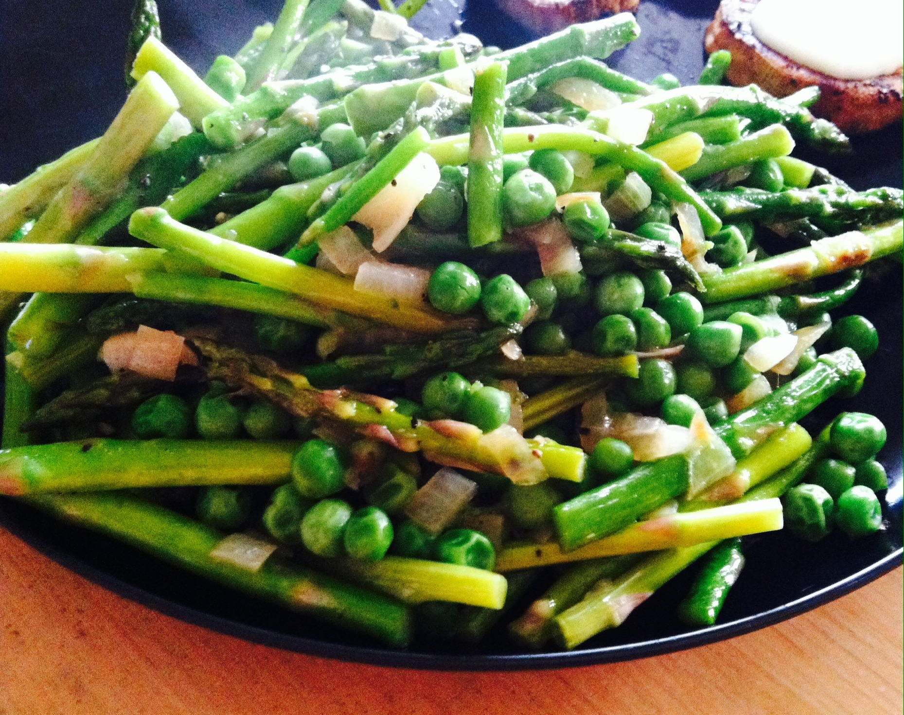 Sauteed Asparagus and Peas | xtinaluvspink.wordpress.com