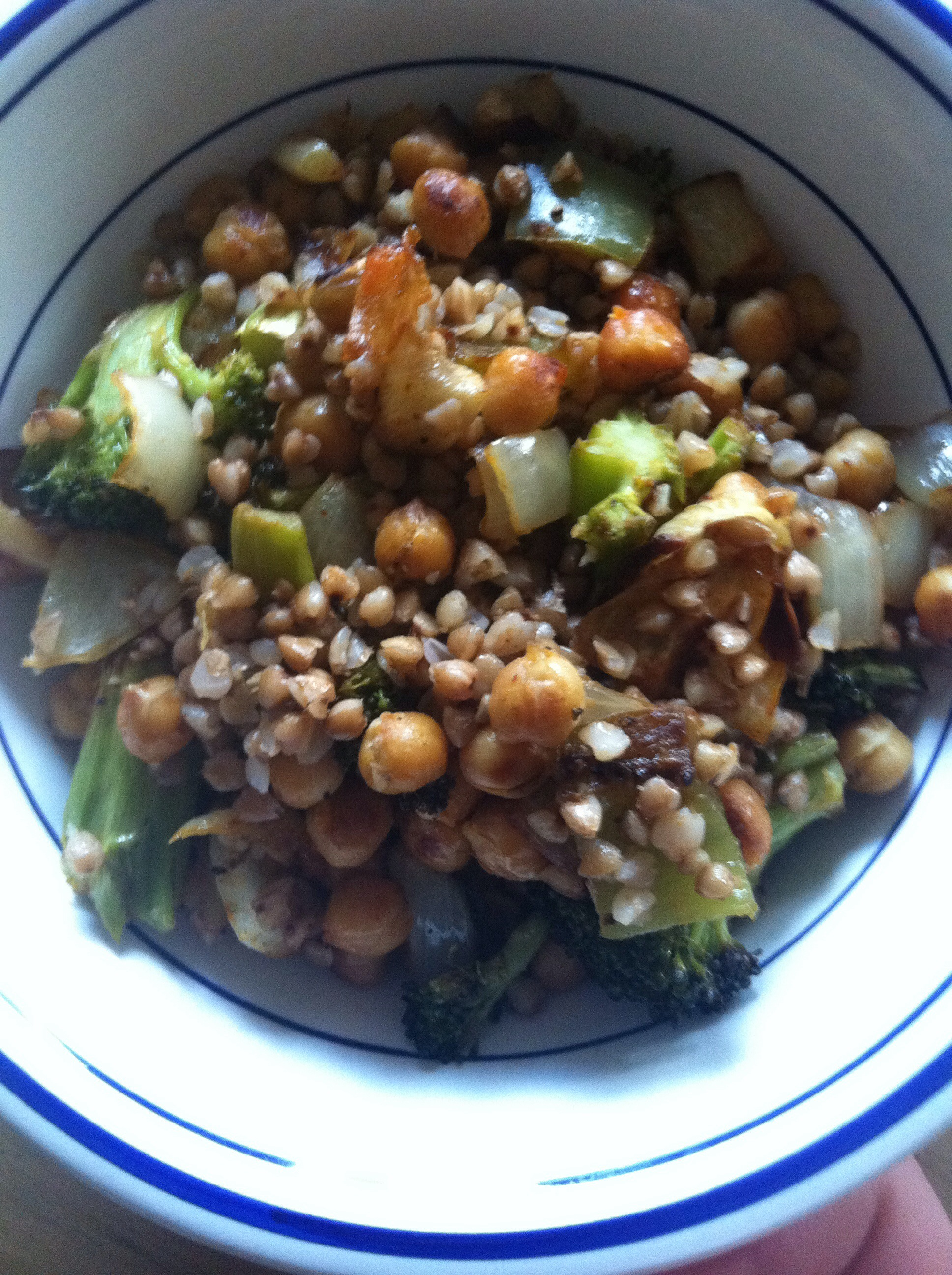 Warm Buckwheat, Chickpea and Veggie Salad | xtinaluvspink.wordpress.com