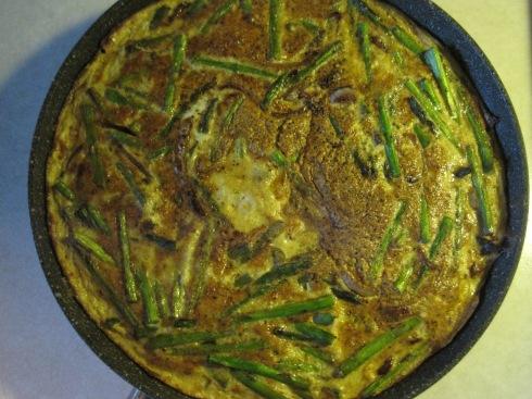 Balsamic Onion and Asparagus Frittata | xtinaluvspink.wordpress.com
