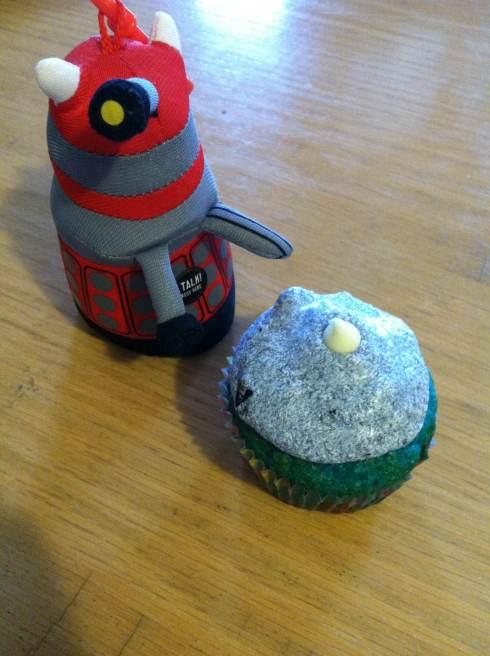 TARDIS Blue Cupcakes | xtinaluvspink.wordpress.com