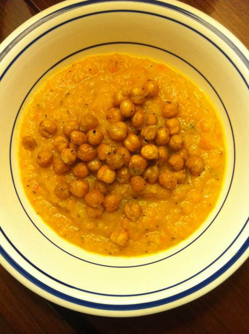 Butternut Squash Soup with Roasted Chickpeas   xtinaluvspink.wordpress.com