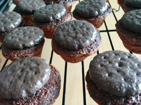 Whole Wheat Thin Mint Brownie Bites | xtinaluvspink.wordpress.com