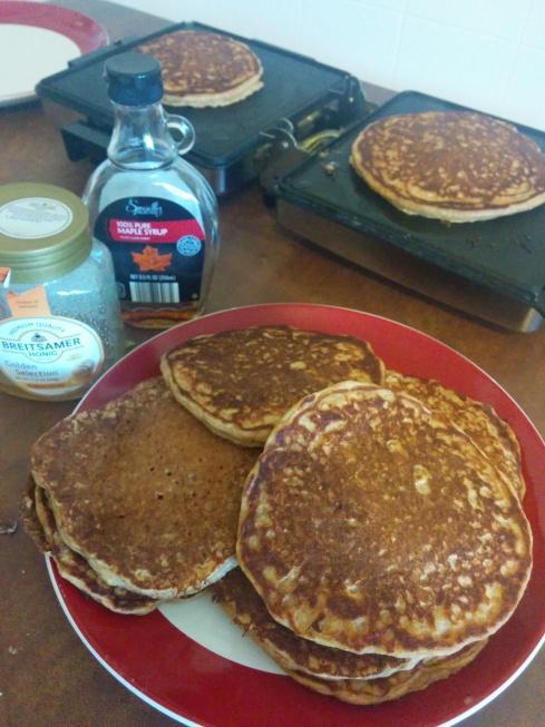 Whole Wheat Applesauce Greek Yogurt Pancakes | xtinaluvspink.wordpress.com
