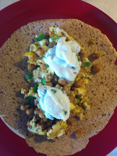 Curried Scrambled Egg and Chickpea Wrap with Cilantro Yogurt | xtinaluvspink. wordpress.com