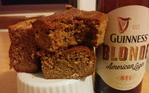 Blonde Blondies {Beer and White Chocolate Blondie Bars} | xtinaluvspink.wordpress.com