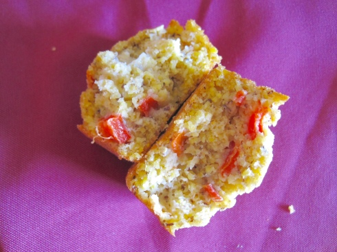 Roasted Red Pepper and Vegetable Stock Cornbread | xtinaluvspink.wordpress.com