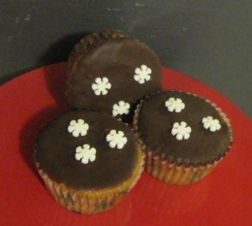Barleywine Cupcakes with Barleywine Chocolate Glaze | xtinaluvspink.wordpress.com