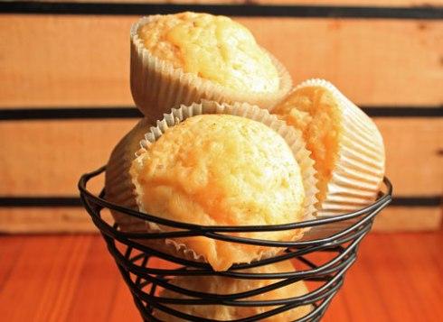 Smoked Gouda Corn Muffins | xtinaluvspink.wordpress.com