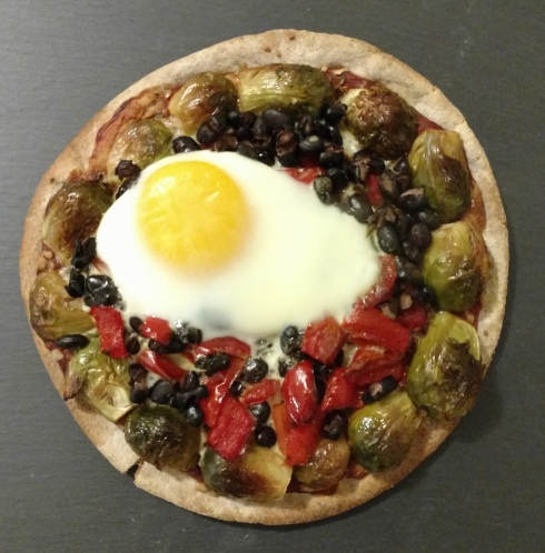 Vegetable and Egg Pita Pizzas | xtinaluvspink.wordpress.com