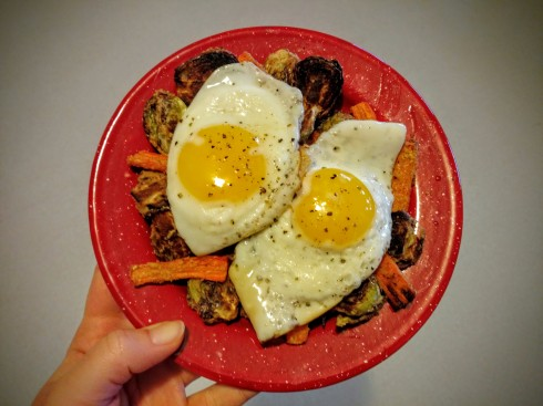Tahini-Roasted Brussels Sprouts and Carrots with Coconut Oil Fried Eggs | xtinaluvspink.wordpress.com