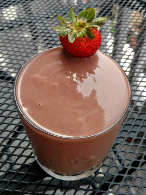 Chocolate-Covered Strawberry Black Bean Smoothie | xtinaluvspink.wordpress.com