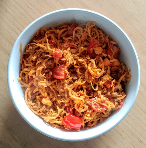 Sweet Potato Noodles with Tomatoes and Beefless Ground | xtinaluvspink.wordpress.com