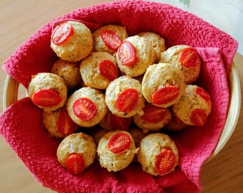 Mini Caprese Cornbread Muffins | xtinaluvspink.wordpress.com
