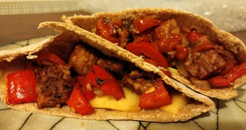 Cheesy BBQ Tempeh Pita Pockets | xtinaluvspink.wordpress.com