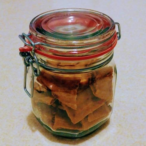 Whole Wheat Hummus Flatbread Crackers   xtinaluvspink.wordpress.com