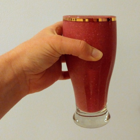 AD: Strawberry Banana Beet Juice Protein Smoothie | xtinaluvspink.wordpress.com
