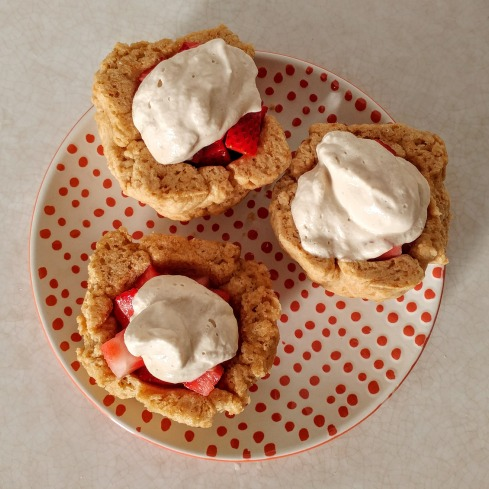 Whole Wheat Strawberry Shortcake Cups | xtinaluvspink.wordpress.com